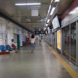 Метростанция Myeongdong