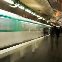 Filles du Calvaire Metro Station