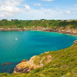 Guernsey 8 hotels with a jacuzzi