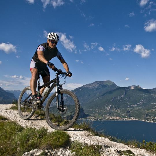 På cykel rundt om Gardasøen