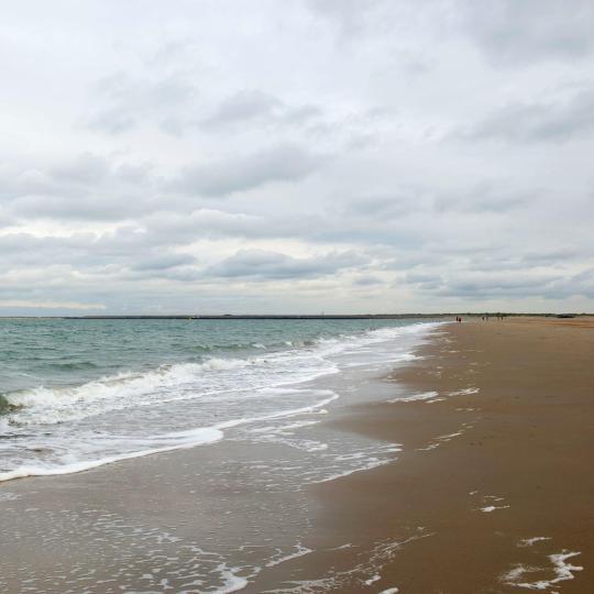 רנסה: חוף ים וחיי לילה
