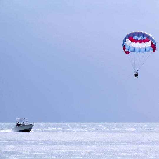 Ski nautique, jet ski et parachute ascensionnel