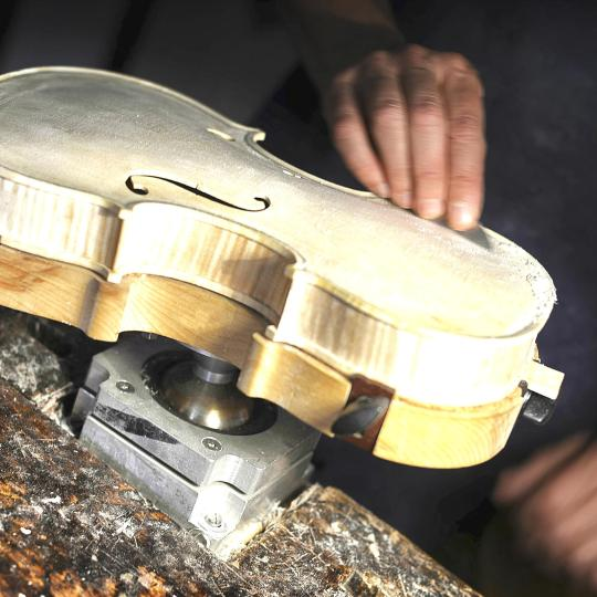 Bisitahin ang luthier shops ng Cremona