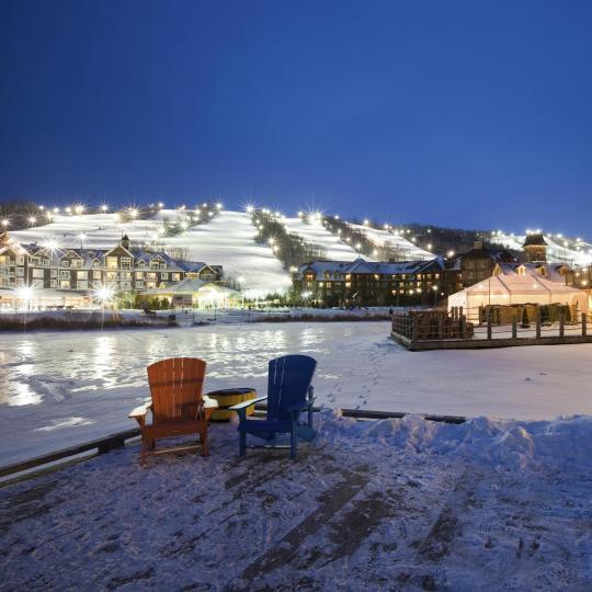 Покатайтесь на лыжах или полежите на пляже на курорте Блю Маунтин в Коллингвуде