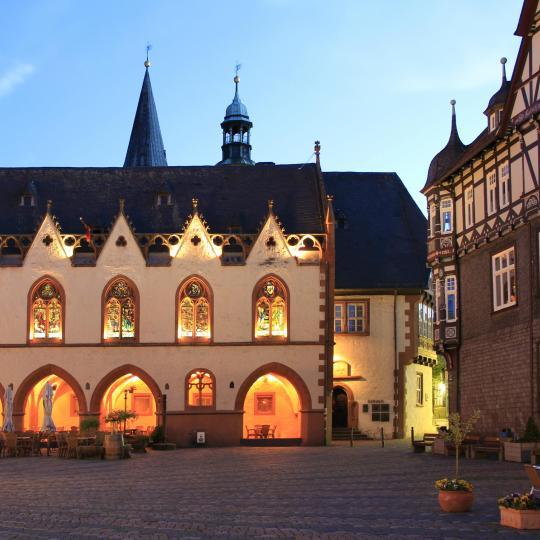 Contempla les cases amb entramats de fusta de Goslar