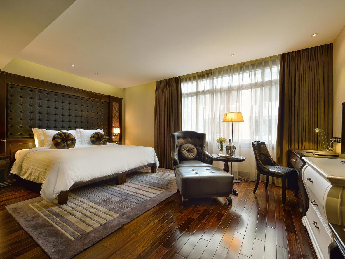 Luxurious, Vietnamese-style decor at Paradise Suites Hotel