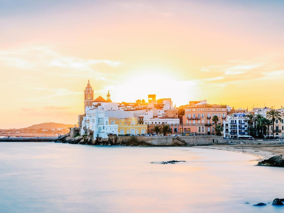 Sitges, a cidade litorânea com 17 praias para você escolher