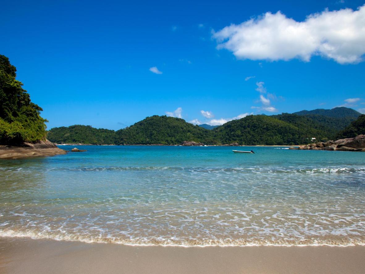 Abraãozinho beach offers a quick and relaxed alternative to Abraão