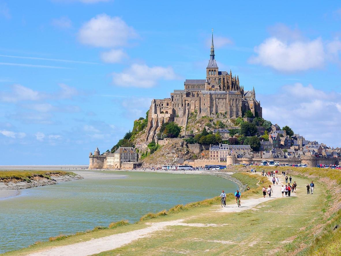 Asalnya dibina di tanah besar, Mont Saint-Michel kini pulau pasang surut