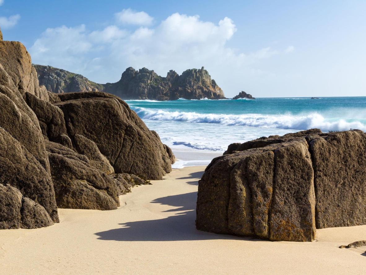 Đây là hòn đảo ở Hy Lạp hay vịnh nhỏ ở Cornwall?