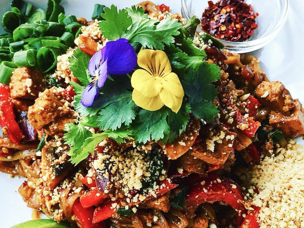 Jadalne kwiaty w Restaurace Satsang w Pradze