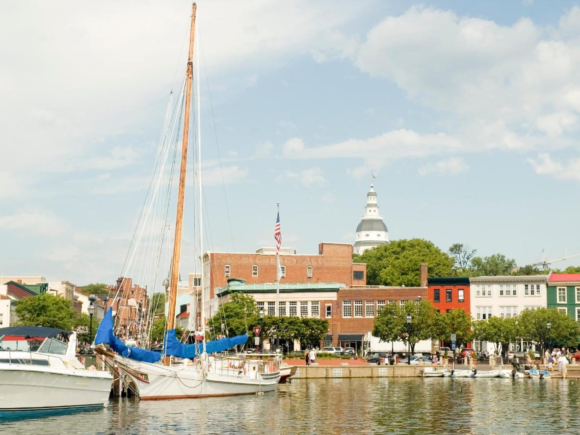 Pelabuhan Annapolis dikelilingi banyak kedai butik dan restoran