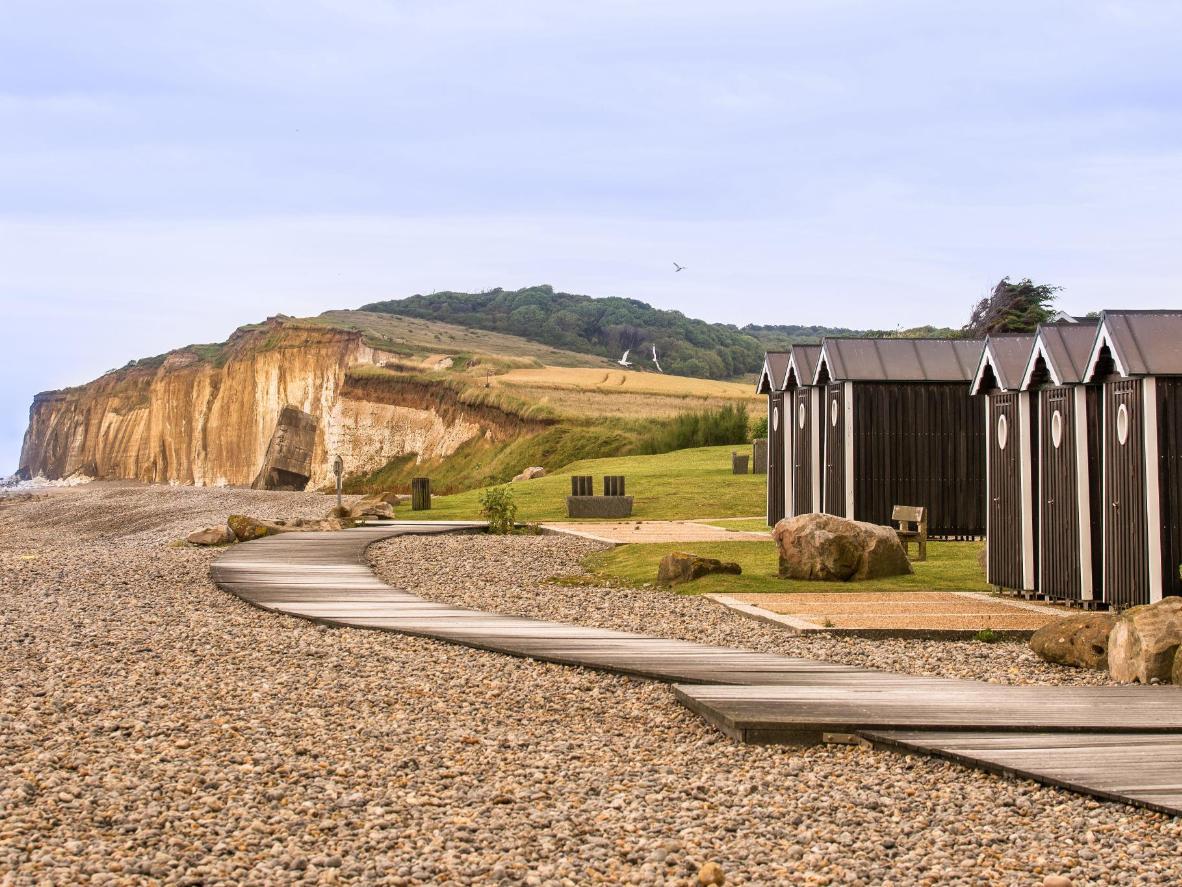 Arquitectura clásica combinada con las pintorescas vistas de la costa de Normandía