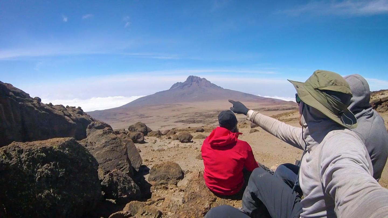 Pendakian Kilimanjaro membawa anda dari padang pasir ke zon iklim artik