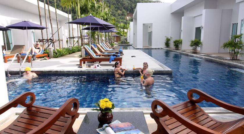 Kata Lucky Villa & Pool Access(幸运卡塔泳池别墅酒店)