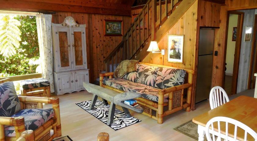 jia,  中国   很别致的小木屋,两层3个房间,还有厨房,壁炉,非常