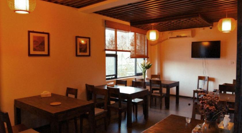 其一,庭院漂亮,绿植满目,石灯,石佛和日式枯山水充满禅意;其二,房间里