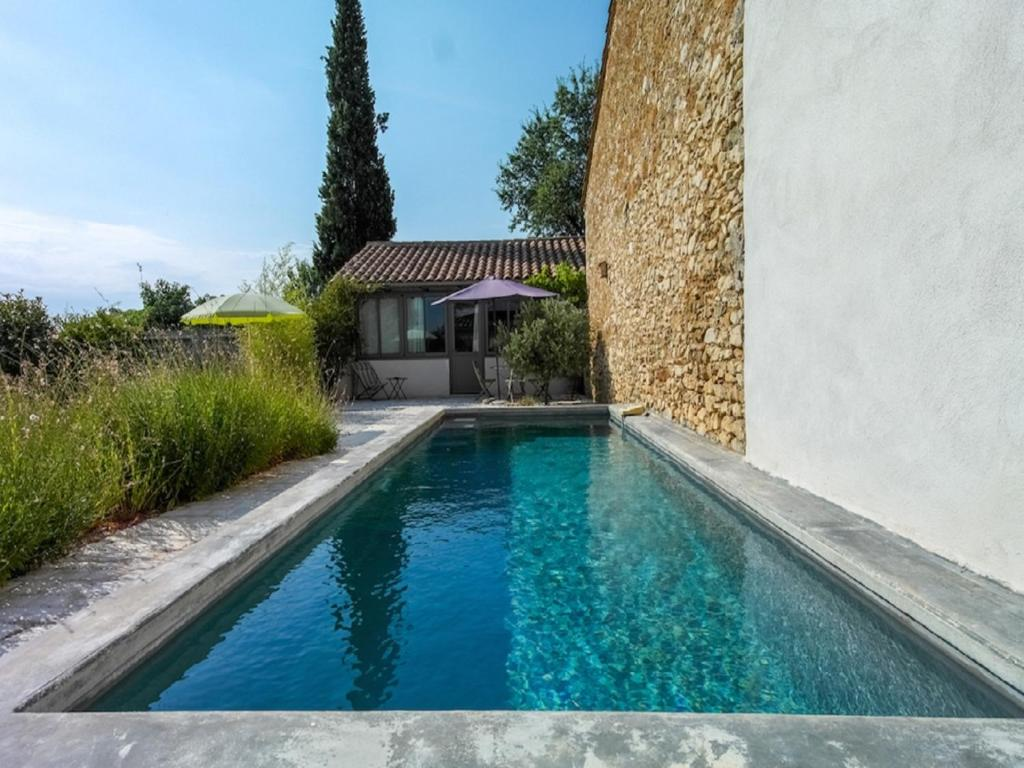 The swimming pool at or close to Gite Les Enfantines