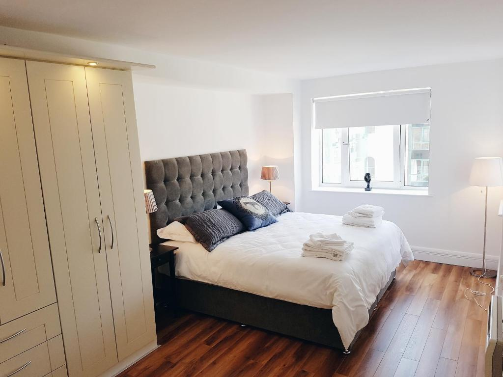 A bed or beds in a room at 42 Adelaide Square Apartment Suite