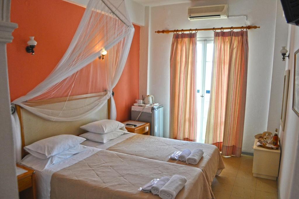 Un ou plusieurs lits dans un hébergement de l'établissement Eros Beach Hotel