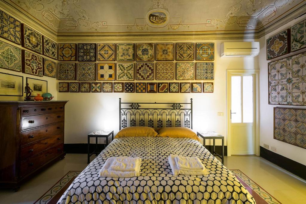 A bed or beds in a room at Stanze al Genio B&B