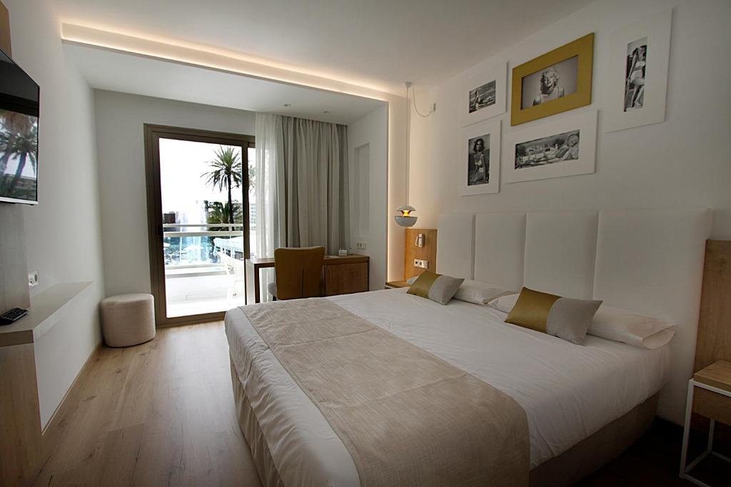 Een bed of bedden in een kamer bij Hotel Rei Del Mediterrani Palace