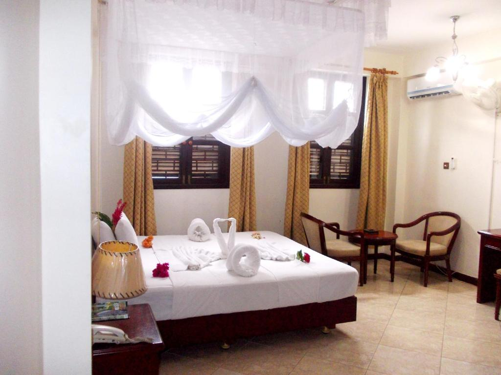 A bed or beds in a room at Safari Lodge
