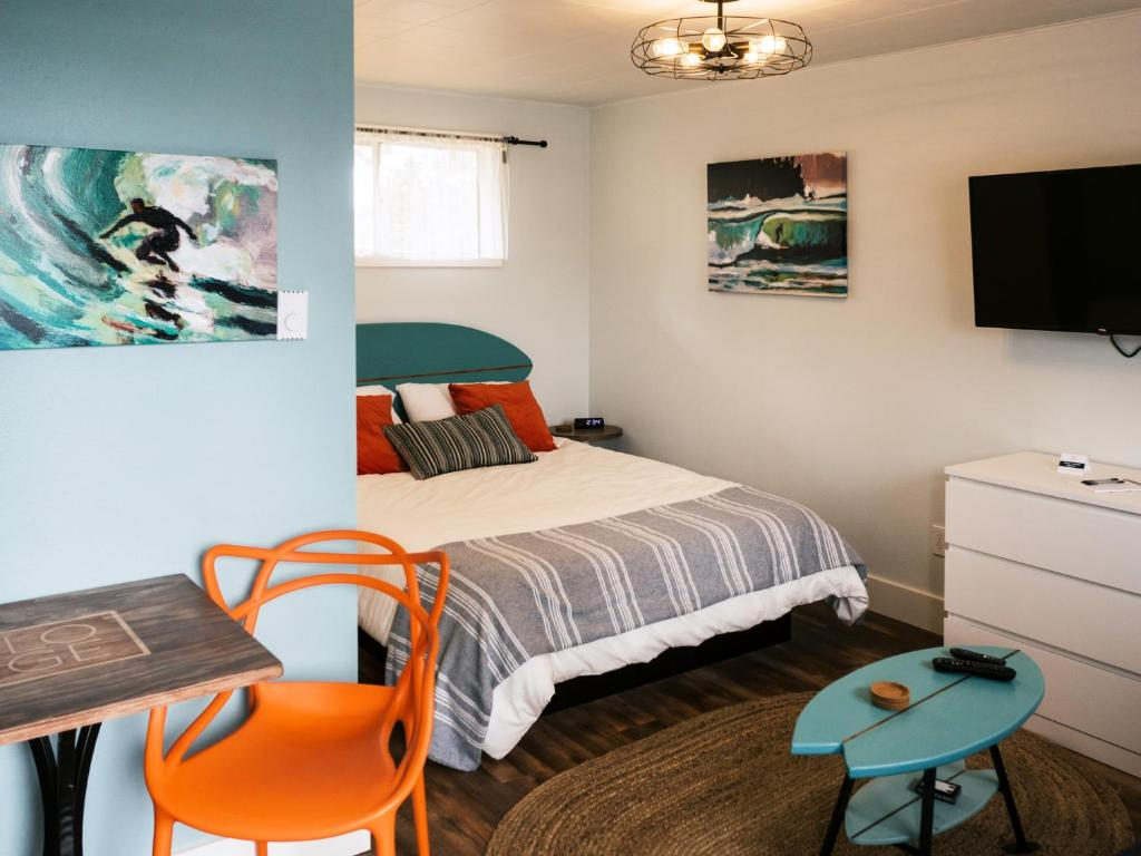 Artists Oceanside House With Whale - Cottages for - Airbnb