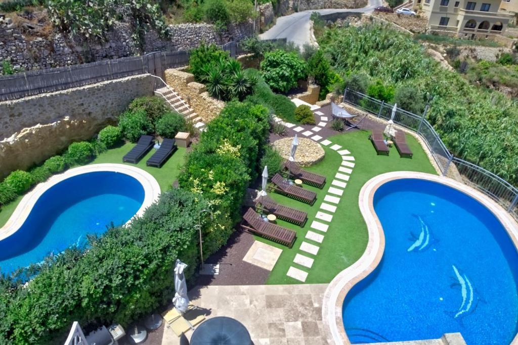 Vue sur la piscine de l'établissement Daydream B&B ou sur une piscine à proximité