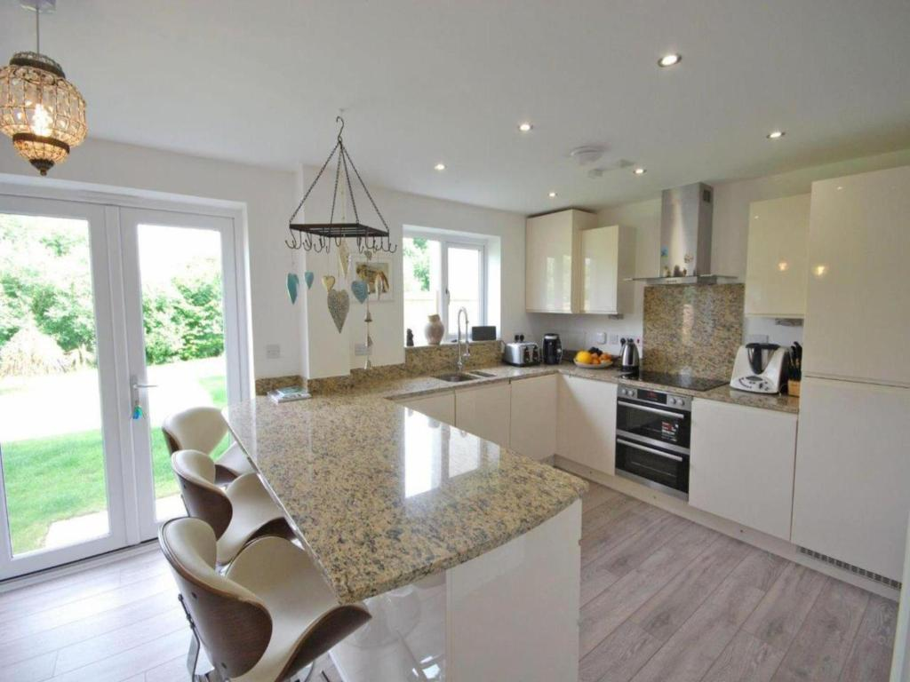 A kitchen or kitchenette at Luxurious House in Cornwall