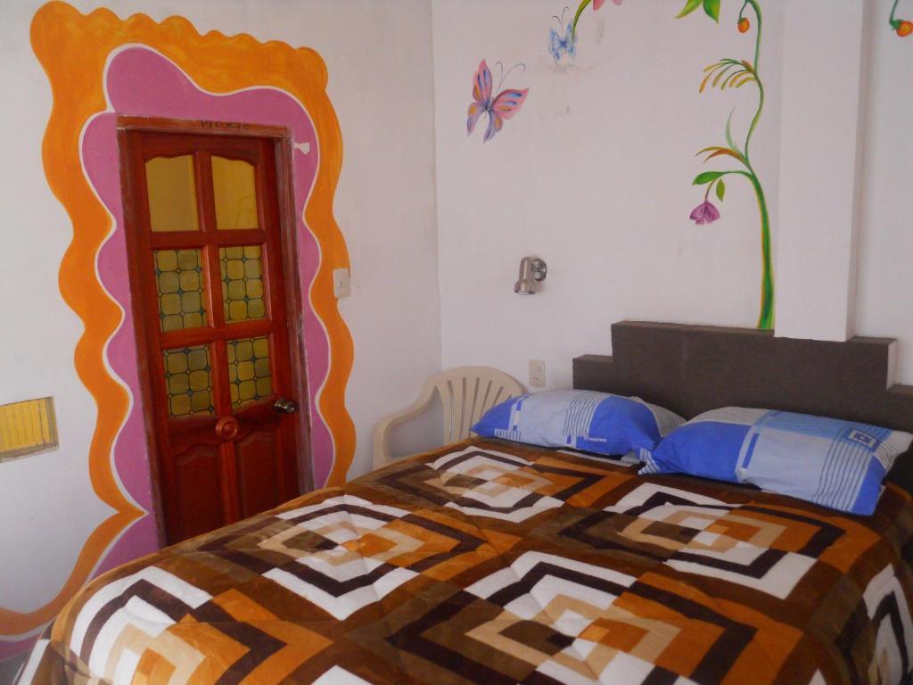 Cama o camas de una habitación en Hostal La Casa del Sol