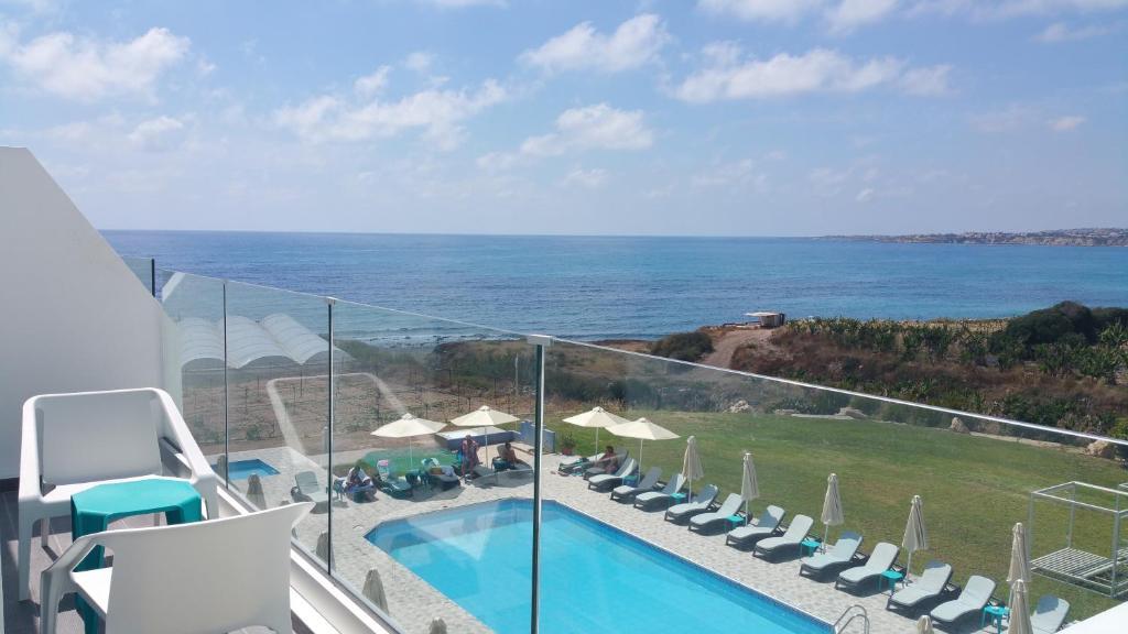 Вид на бассейн в Marica's Boutique Hotel или окрестностях