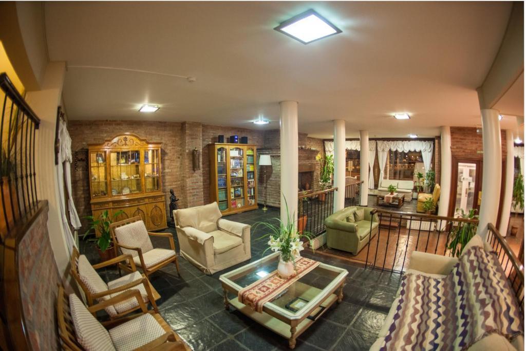 A seating area at Hotel Bahia Nueva
