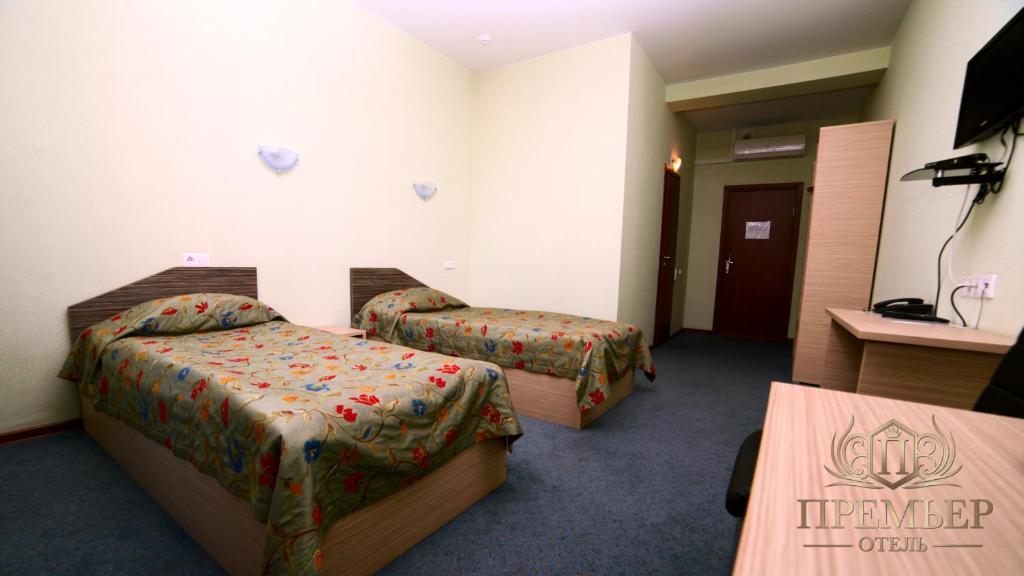 Кровать или кровати в номере Премьер Отель Воронеж Центр