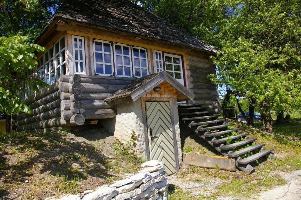Hoone, kus the country house asub