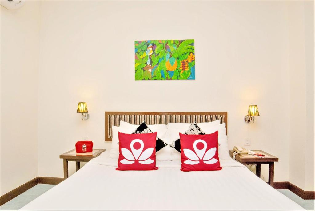 A bed or beds in a room at ZEN Rooms Basic Pantai Kok