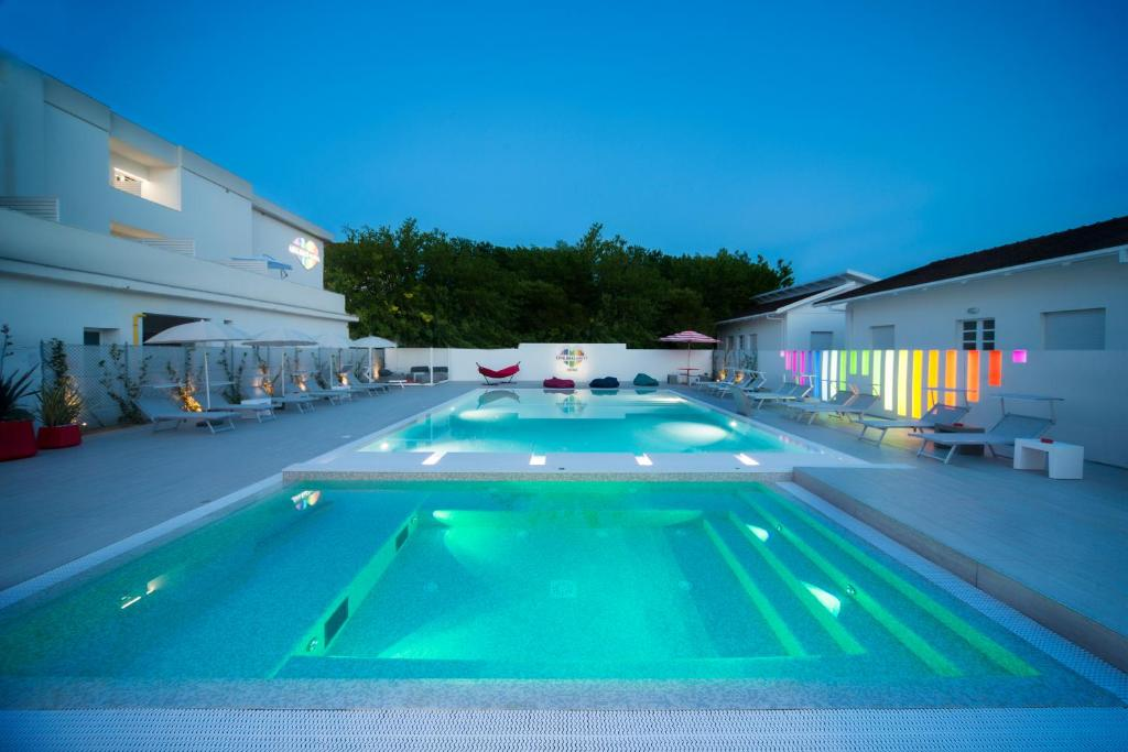 The swimming pool at or close to Hotel Love Boat
