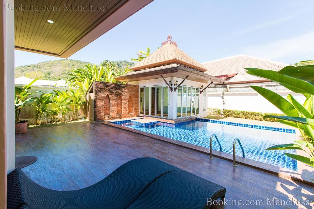 The swimming pool at or near Baanmanchusa 1 Thai villa