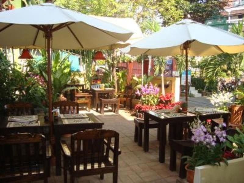 A restaurant or other place to eat at Thapae Gate Lodge