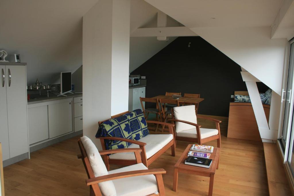 Appartement Vue Mer Avec Piscine In Larmor Plage France