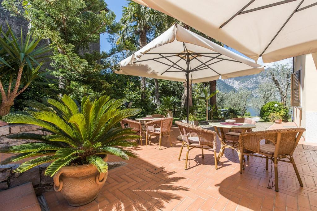 A restaurant or other place to eat at B&B Casa Benamati by Kelly