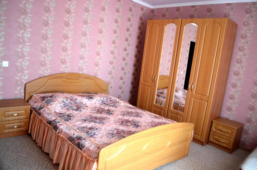 A bed or beds in a room at Guest House Belaya Lebed