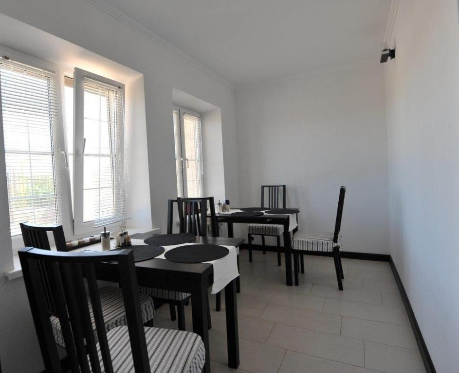 A restaurant or other place to eat at Guest House Azov Inn