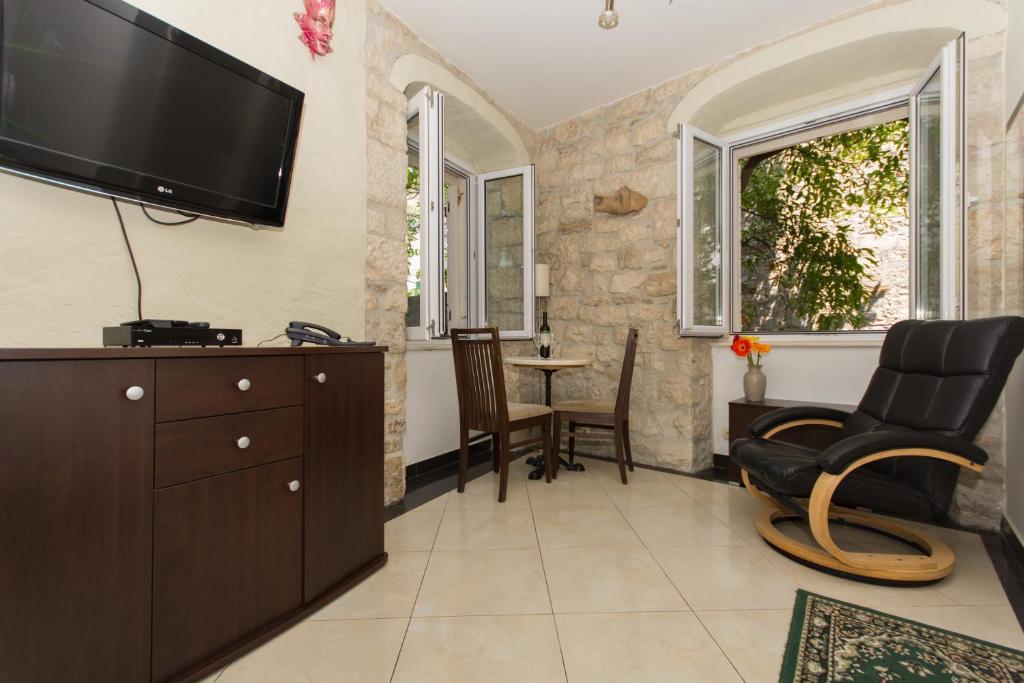 TV in/ali zabaviščno središče v nastanitvi LCT Venetian Apartment