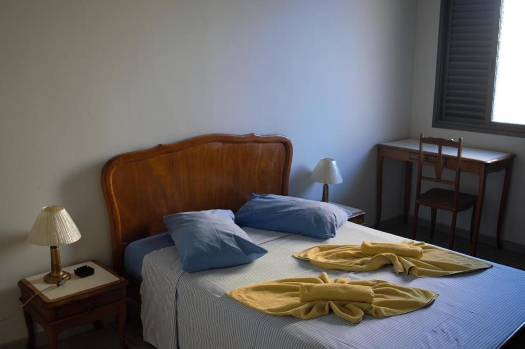 Een bed of bedden in een kamer bij Hotel Sorrento