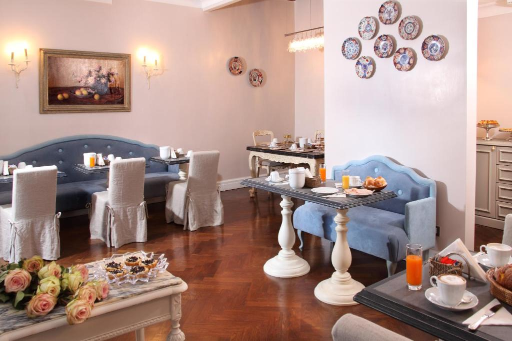A restaurant or other place to eat at Vivaldi Luxury Rooms