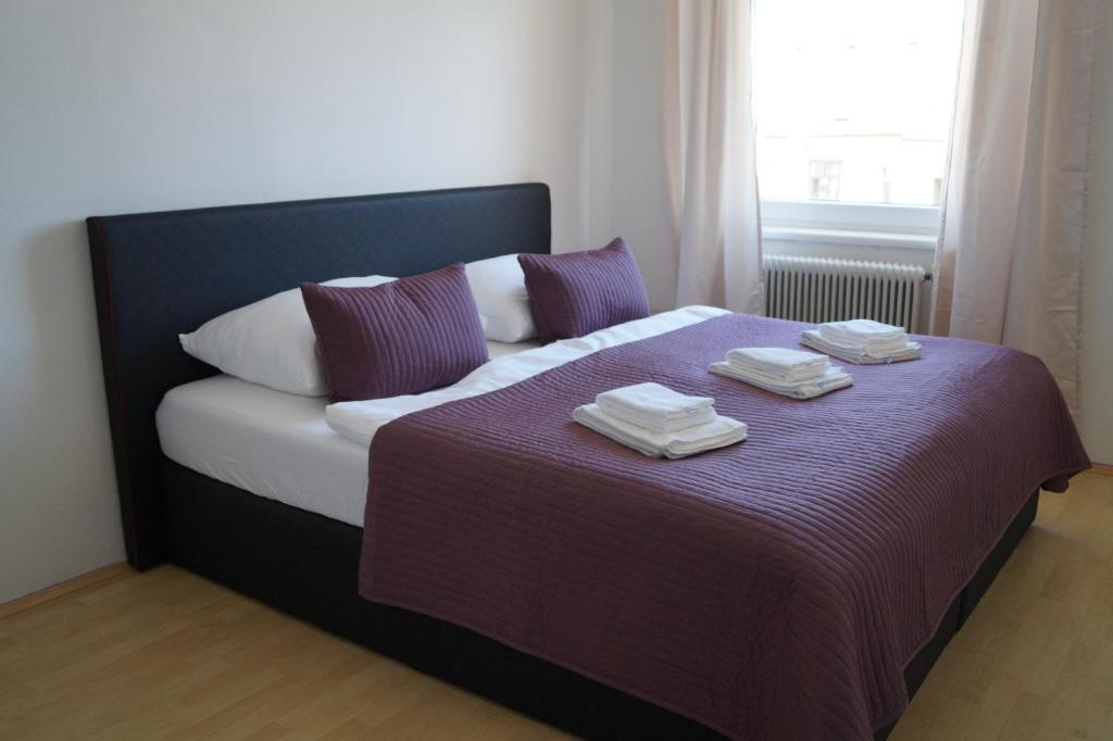A bed or beds in a room at Herbststrasse Apartment