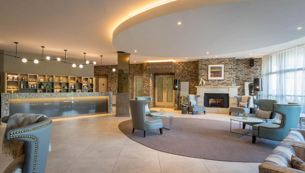 The lobby or reception area at Harbour Hotel