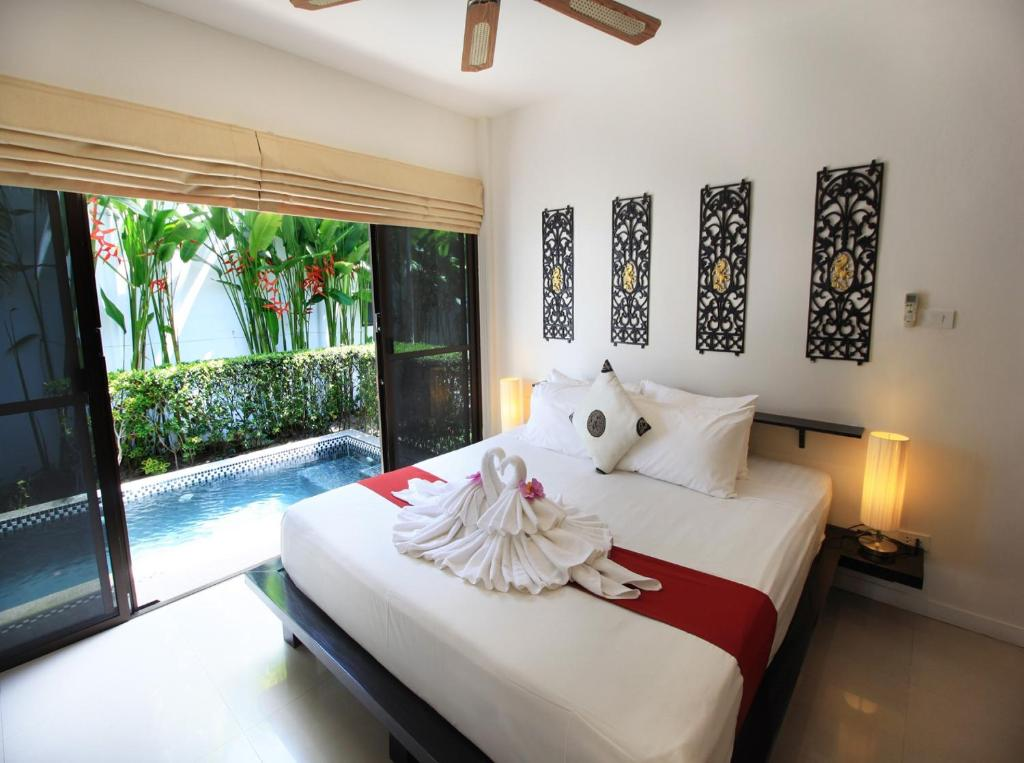 A bed or beds in a room at Coconut Grove Boutique Residence by Chattha