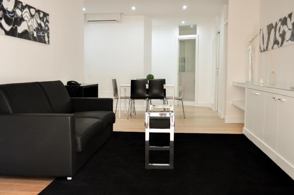 A seating area at LHP Suite Napoli Chiaia